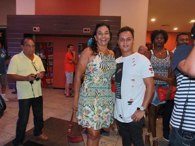 Solange Couto e Jamerson Andrade em pré-estreia de filme na Zona Oeste do Rio (Foto: Marcello Sá Barretto/ Ag. News)