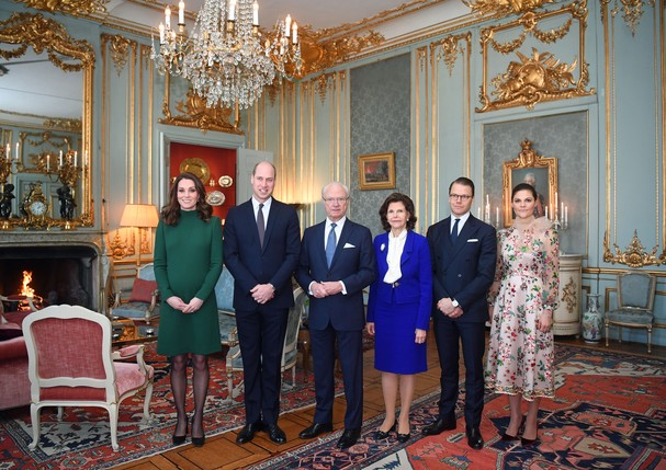 STOCKHOLM, SWEDEN - JANUARY 30:  Catherine, Duchess of Cambridge and Prince William, Duke of Cambridge pose with King Carl XVI Gustaf of Sweden, Queen Silvia of Sweden, Prince Daniel, Duke of Vastergotland and Crown Princess Victoria of Sweden ahead of a  (Foto: Getty Images)