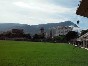 Estádio Mamudão vai ficar assim, vazio, até o dia 02 de janeiro. (Foto: Davidson Fortunato/GE)