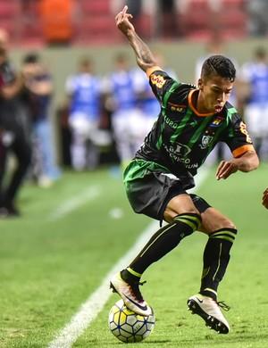 Matheusinho fez boa partida na vitória sobre o São Paulo (Foto: Mourão Panda)