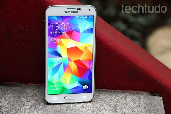 Galaxy S5 oferece resolução de tela em Full HD (Foto: Luciana Maline/TechTudo)