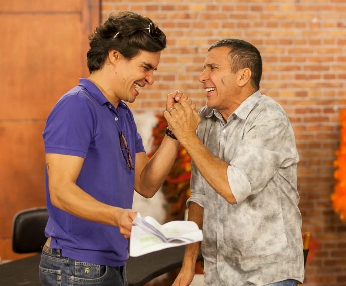 André Gonçalves e Eri Johnson durante ensaio (Foto: Artur Meninea/Gshow)