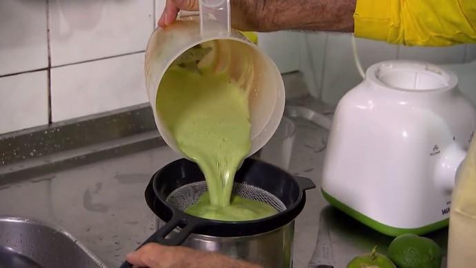 Suco é rico em cálcio, ferro e vitaminas A e C (Foto: TV Bahia)