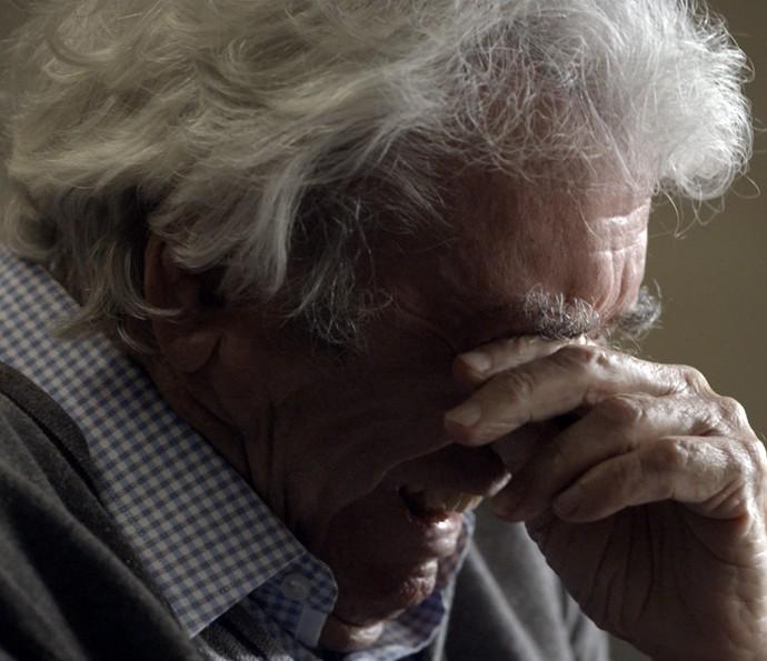 Alberto sofre ao ouvir as palavras de Vitória  (Foto: TV Globo)