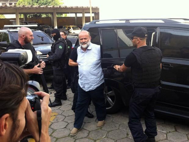 Tesoureiro do PT chega ao IML para fazer exame de corpo de delito (Foto: Erick Gimenes/G1)