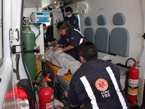 Jovem de 14 anos foi socorrido pelo Samu para hospital em Mossoró (Foto: Marcelino Neto)