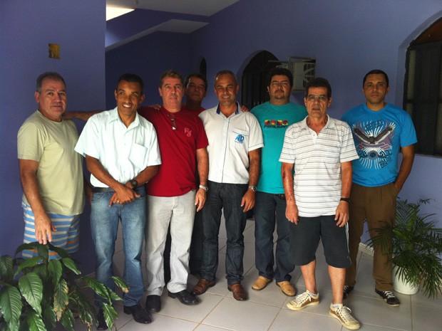 Sérgio Santos Lopes (de camisa verde) e seus colegas foram todos demitidos pela Usiminas (Foto: Patrícia Belo/G1)