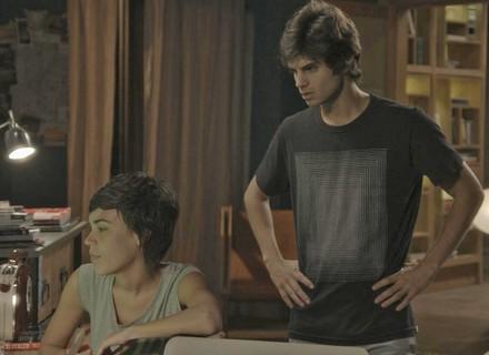 Fabinho não esconde ciúme de Jonatas em conversa com Leila