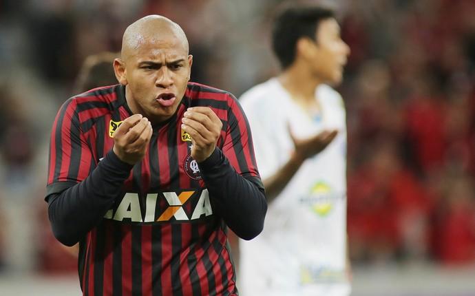 Walter Atlético-PR (Foto: Giuliano Gomes/ Agência PRPRESS)