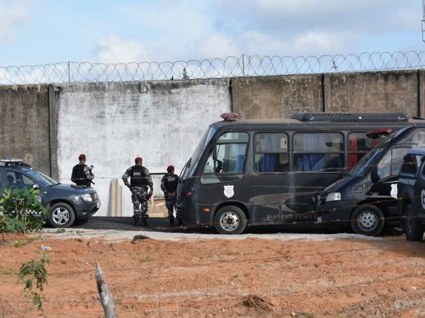 Agentes deflagraram operação nos pavilhões 4 e 5 de Alcaçuz (Foto: Fred Carvalho/G1)