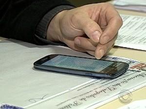 Trote chegou aos celulares de policiais civis e militares  (Foto: Reprodução/RBS TV)