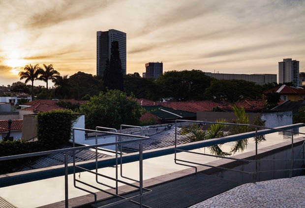Casa contemporânea, assinada pelo SPBR Arquitetos (Foto: Nelson Kon / divulgação)