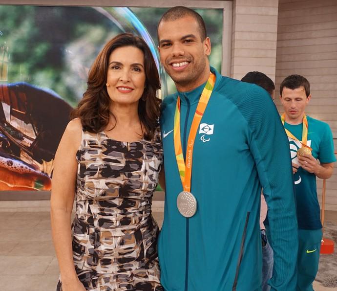 Fátima com o atleta André Brasil  (Foto: Juliana Hippertt/Gshow)
