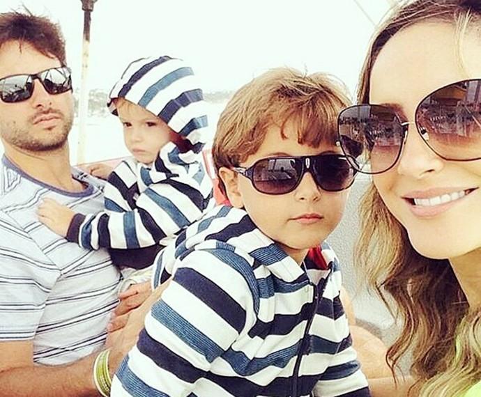 Claudia Leittee o marido, Márcio Pedreira, com os filhos Davi e Rafael (Foto: Arquivo pessoal)