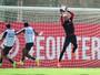 Danilo Fernandes sofre fratura no pé e desfalca Inter por cerca de dois meses