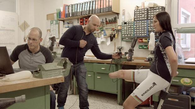 Prata nos Jogos Paralímpicos, ciclista alemã usa prótese feita em impressora 3D (Foto: Reprodução/Dezeen)