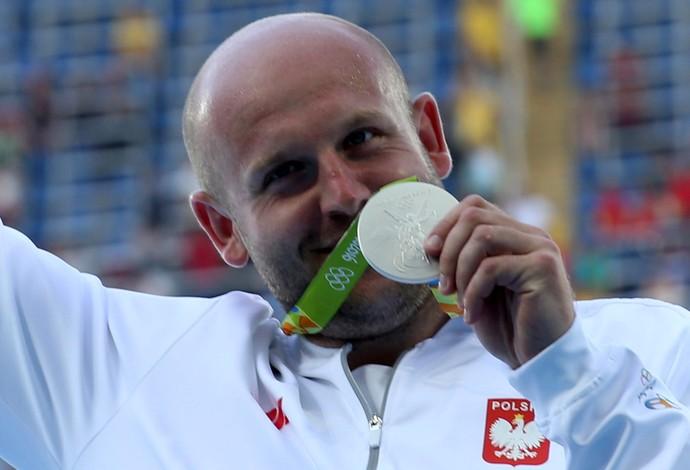 Piotr Malachowski medalha de prata no arremesso de disco (Foto: Reuters)