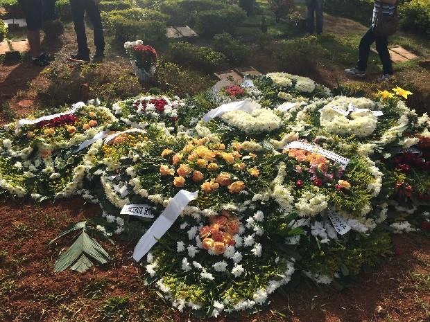 Corpo de Fernandão é enterrado sob aplausos em cemitério de Goiânia, Goiás (Foto: Fernando Vasconcelos/G1)