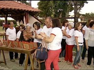 Ex alunos das décadas de 70 e 80 se reeencontram em Gurupi  (Foto: Reprodução/TV Anhanguera)