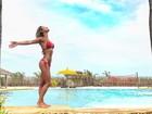Gabriela Pugliesi posa de biquíni à beira da piscina: 'Bom dia Gostoso'
