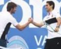 Destaque no Valencia, Jonas joga tênis com Juan Carlos Ferrero