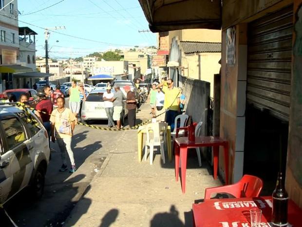 Dono de bar é morto em Cruzeiro do Sul, Cariacica (Foto: Fernando Estevão/ TV Gazeta)