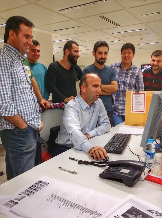 O jornalista Abdulhamit Bilici na redação do Zaman em março deste ano, antes da tomada pelo governo turco (Foto: Arquivo pessoal)