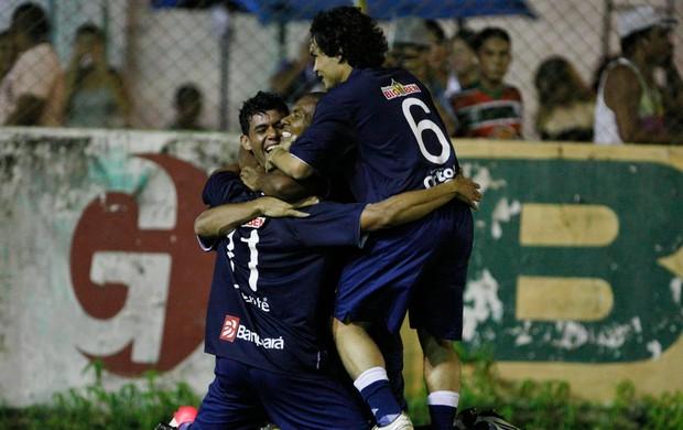 Val Barreto comemora o gol contra o Cametá com os companheiros de clube (Foto: Marcelo Seabra/O Liberal)
