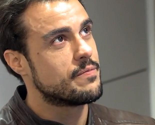 Joaquim Lopes chora ao rever histórias do passado (Foto: Tv Globo)