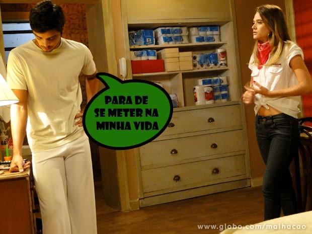 Com dificuldade, Bruno consegue resistir aos encantos de Fatinha (Foto: Malhação / TV Globo)