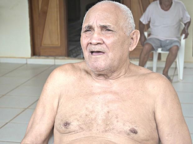 Ex-agente da Sucam diz que gasta cerca de R$ 700 a R$ 800 por mês com medicação  (Foto: Tácita Muniz/G1)