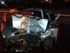 Carro bate em muro, pega fogo e motorista morre carbonizado no ES