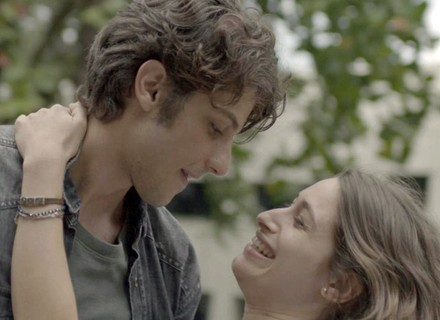 Rafael pede a mão de Laís em casamento