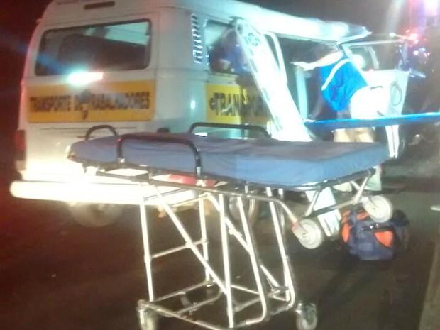 Acidente na rodovia PR-323, em Jussara, envolveu uma Kombi e um Gol  (Foto: Divulgação/PRE)