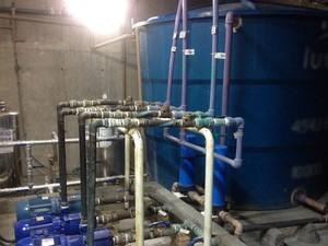 Reservatório armazena água de lavatórios e banheiro para reuso em caixas acopladas de descarga, limpeza de patios e irrigação de plantas