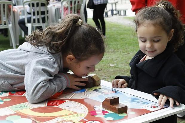 Jogos de tabuleiro também foram um grande sucesso entre a garotada (Foto: Euricles Macedo/RPC TV)