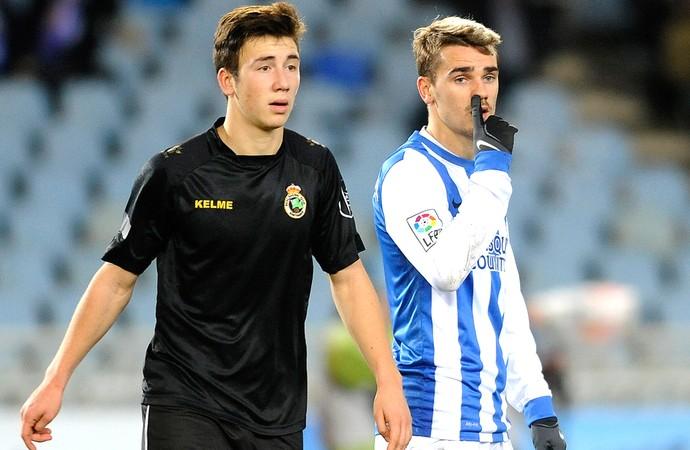 jogadores Real Sociedad e Racing em campo (Foto: AFP)