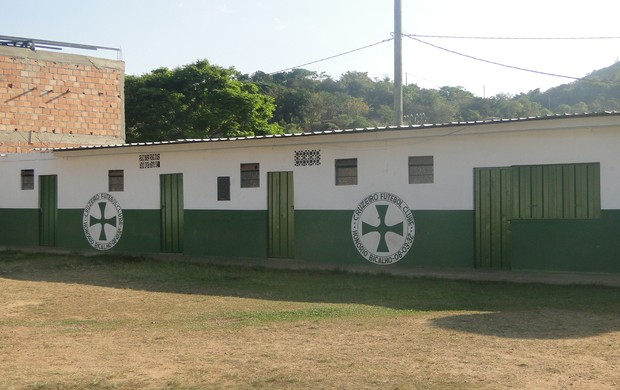 Entrada do campo do Cruzeiro de Honório Bicalho (Foto: Gabriel Medeiros / Globoesporte.com)