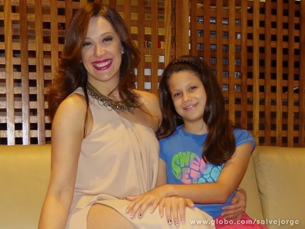 Sophia é habitué nos bastidores de gravação e já avisou para Claudia Raia quer ser atriz (Foto: Salve Jorge/TV Globo)