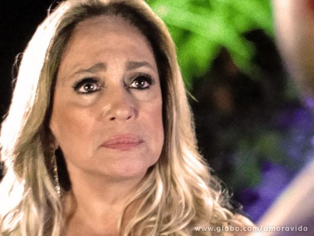 Pilar fica ofendida com investidas de Jacques e expulsa o médico de sua casa (Foto: (Foto: Amor à Vida/ TV Globo))