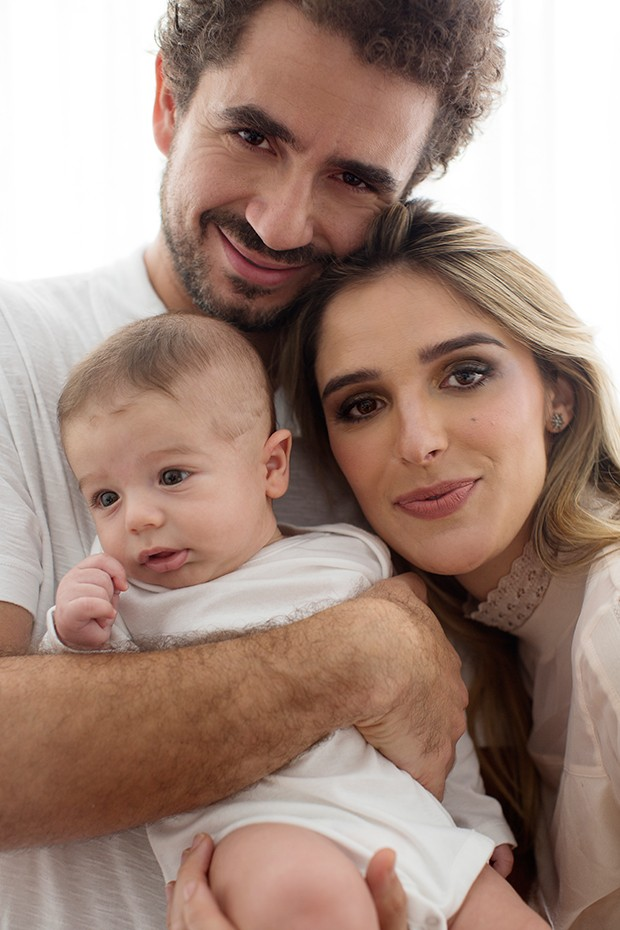 Rafa Brites e Felipe Andreoli com o filho, Rocco (Foto:  Helena Rios/ Ed. Globo)
