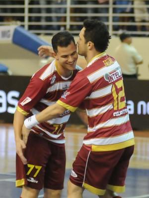 Vinicius e Falcão, do Orlândia, na final da Liga Futsal contra Joinville (Foto: Luciano Bergamaschi / CBFS)
