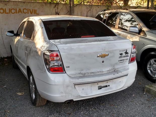 Carro de vítima de assalto em Canoas foi localizado (Foto: Léo Saballa Jr/RBS TV)