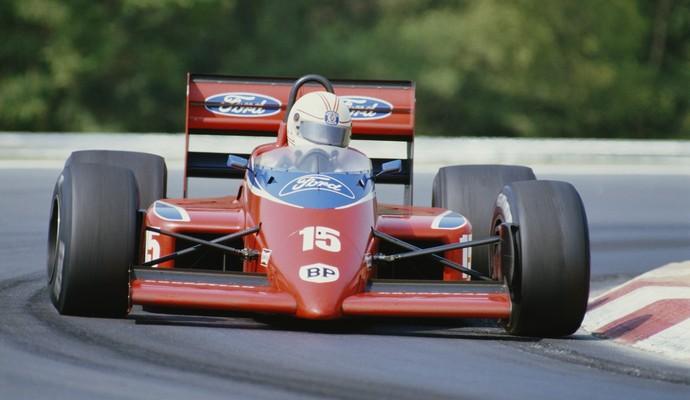 O campeão mundial de 1980, Alan Jones, pilotou pela Haas Lola em 1985 e 1986, sem sucesso (Foto: Getty Images)