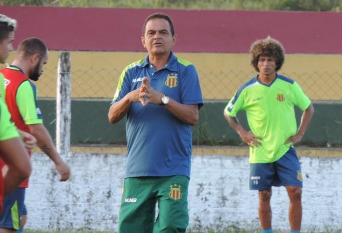 Técnico Francisco Diá mudará cinco peças do Sampaio em relação ao jogo passado (Foto: Sampaio / Dilvulgação)