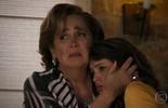 Camila e Lucrécia conseguem sair ilesas da explosão