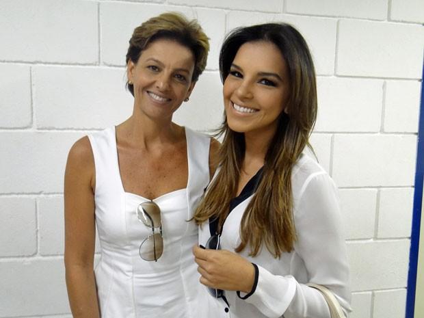 Mariana Rios recebe a visita da mamãe Adriana em Salve Jorge (Foto: Salve Jorge/ TV Globo)