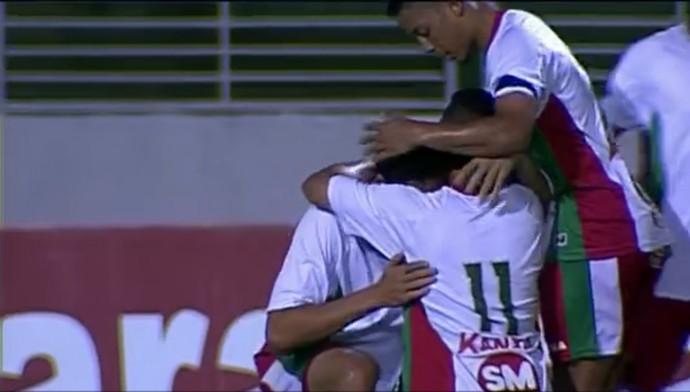 Diego chora após gol dedicado a Edson Piauí (Foto: Reprodução/Premiere)