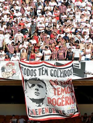 torcida são paulo bandeira rogerio ceni (Foto: Reinaldo Marques / Agência Estado)