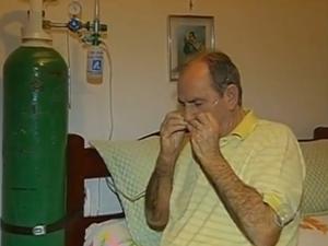 Alcides sente os efeitos da doença após anos de vício (Foto: Reprodução/TV TEM)